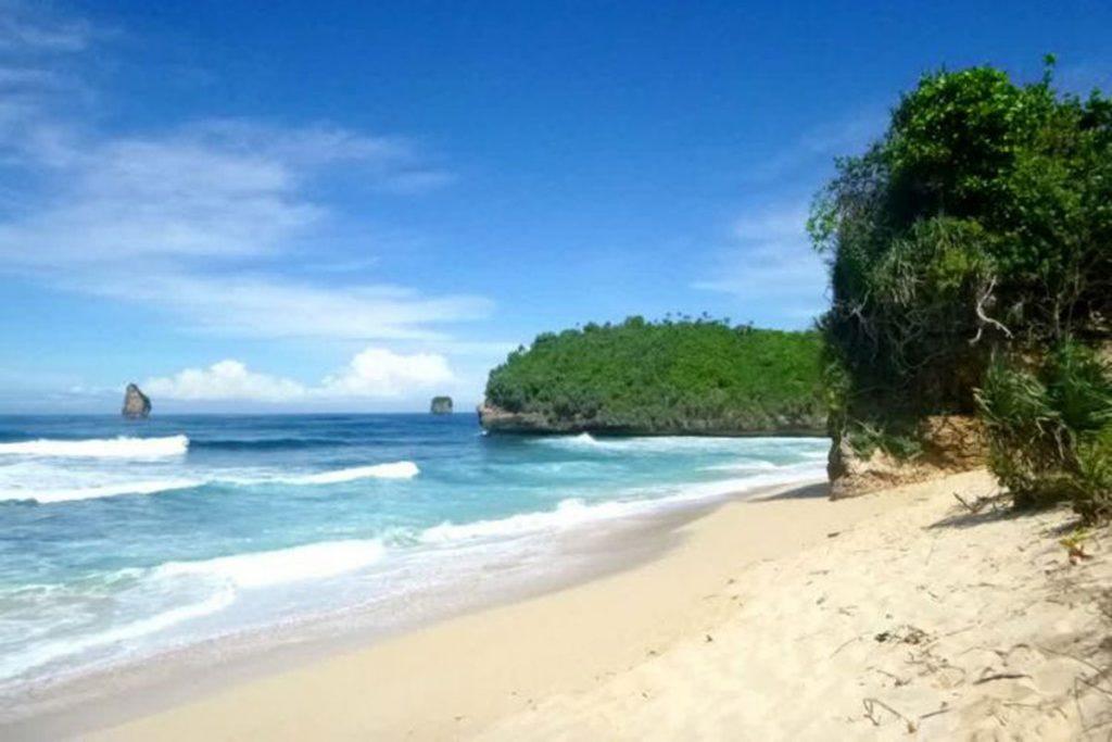 Pantai-Malang-Selatan-Bajol-Mati-1