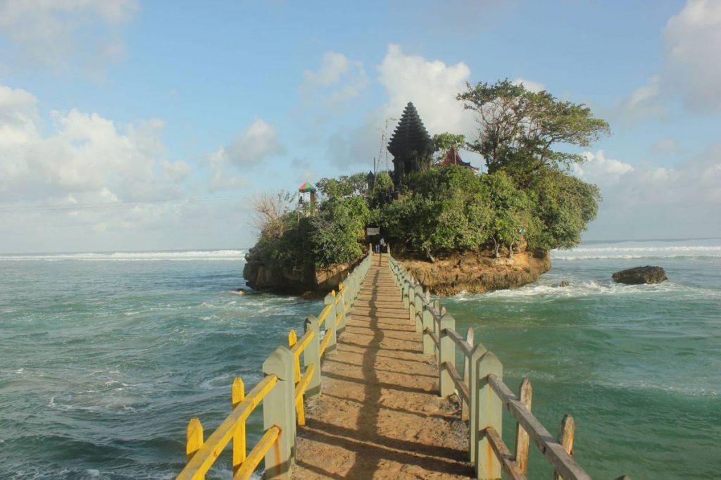 Pantai-Malang-Selatan-Balekambang-1