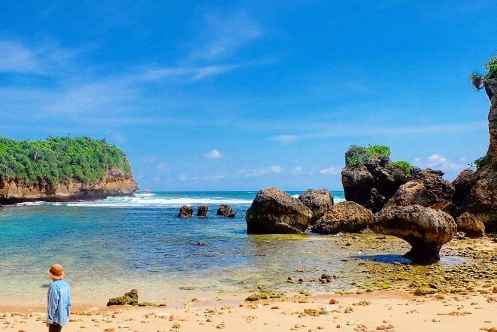 Pantai-Malang-Selatan-Goa-Cina-1