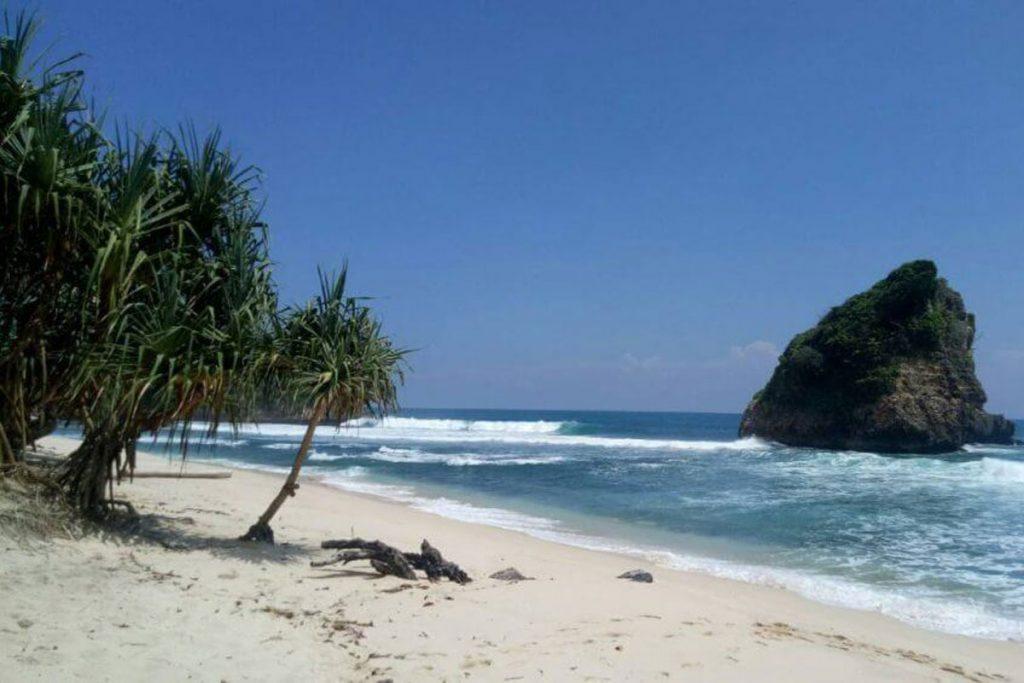 Pantai-Malang-Selatan-Ngudel-1