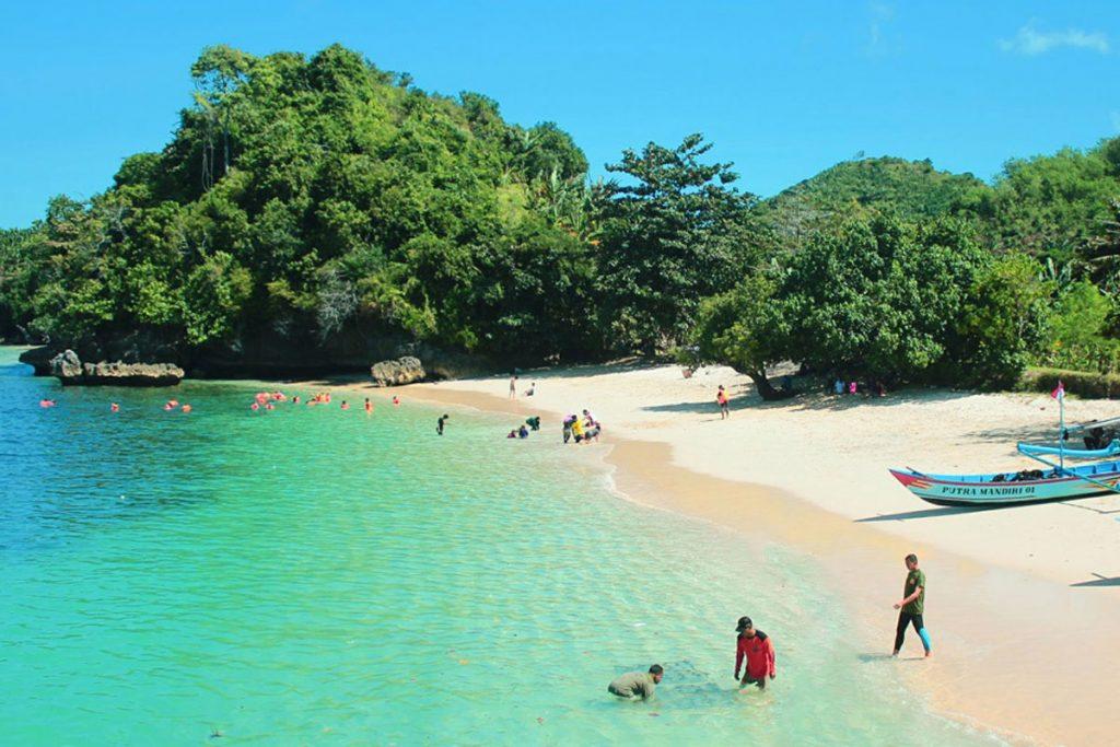 Pantai-Malang-Selatan-Sendang-Biru-1